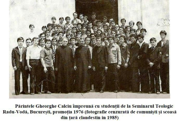 Père Calciu avec les étudiants